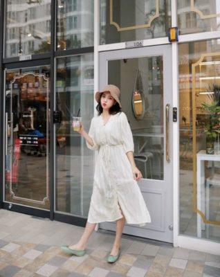 Đầm suông dáng dài với giày búp bê là sự lựa chọn thoải mái