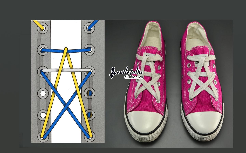 Cách thắt dây giày vắt chéo lên trên