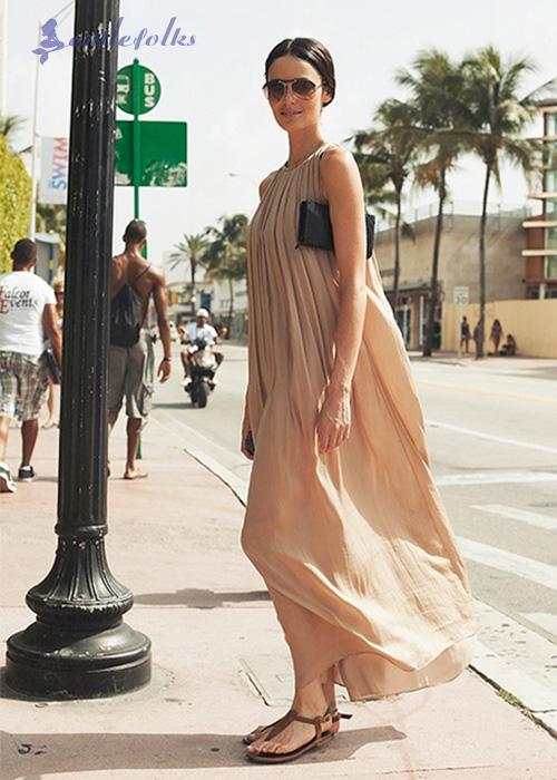 Sandal xỏ ngón cũng là kiểu giày kết hợp với váy maxi được nhiều nàng ưa thích